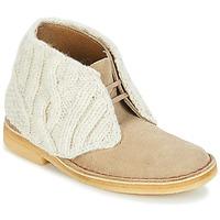 Chaussures Femme Boots Clarks DESERT BOOT Sand Combi