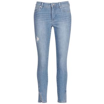 Vêtements Femme Jeans 3/4 & 7/8 Armani Exchange HELBIRI Bleu Clair