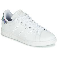 Chaussures Fille Baskets basses adidas Originals STAN SMITH J Blanc / argenté