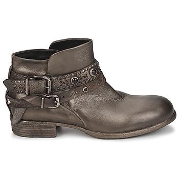 Boots Strategia YIHAA